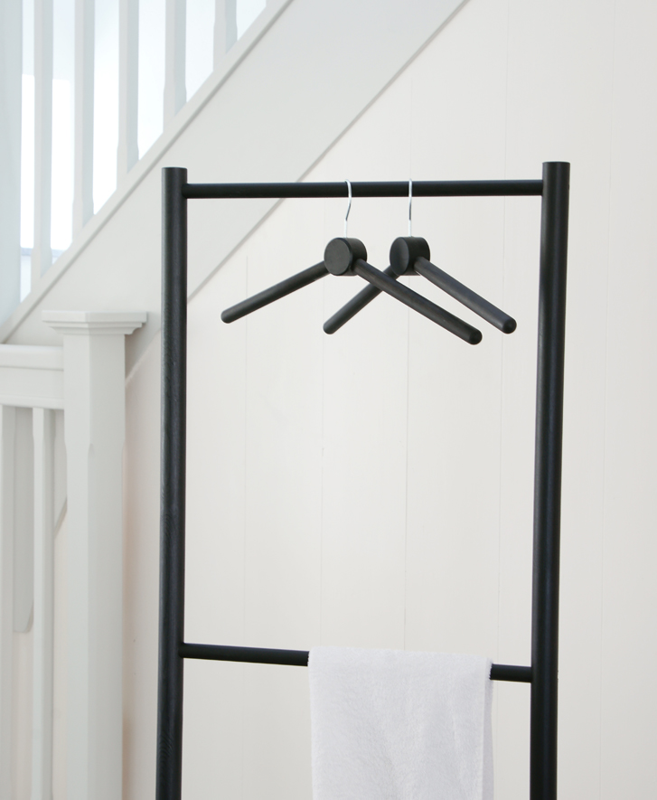 Anna Agger Industridesign Mellby Klädställning svart